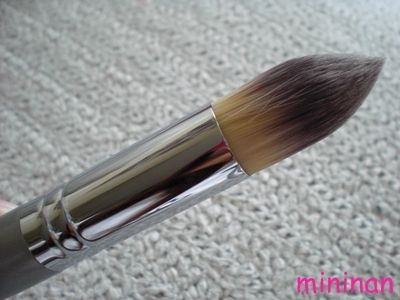 Quo Precision Foundation Brush