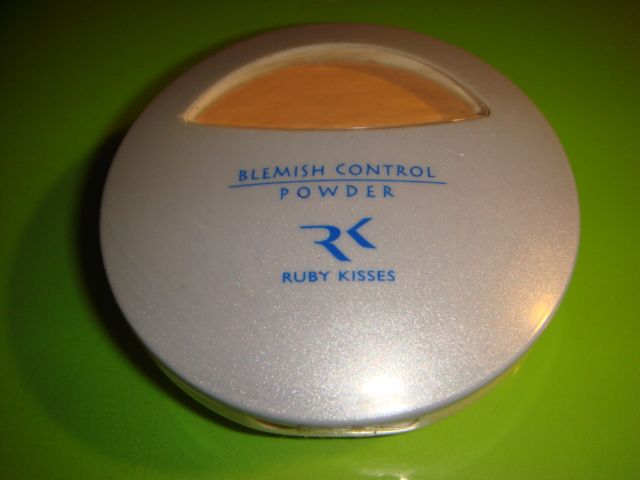 Ruby Kisses Blemish Control Powder - Golden Glow - 03