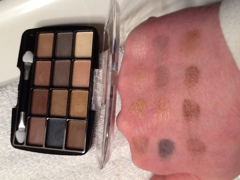 L.A. Colors 12 Color Eyeshadow Palette in Trendy