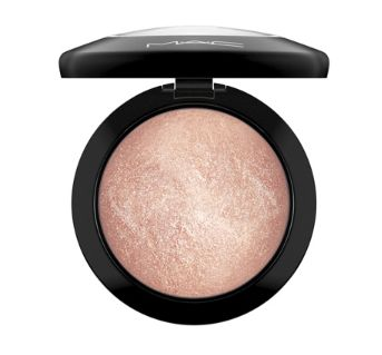 MAC Mineralize Skinfinish in Soft and Gentle
