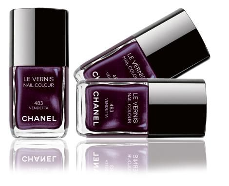 Chanel Le Vernis Nail Colour in Vendetta #483
