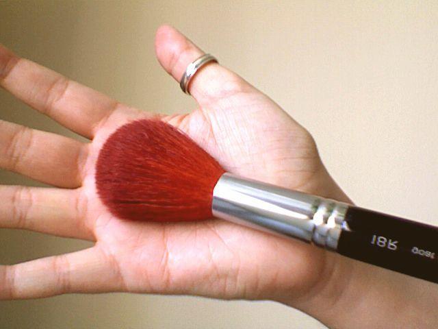 Shu Uemura Powder brush 18R