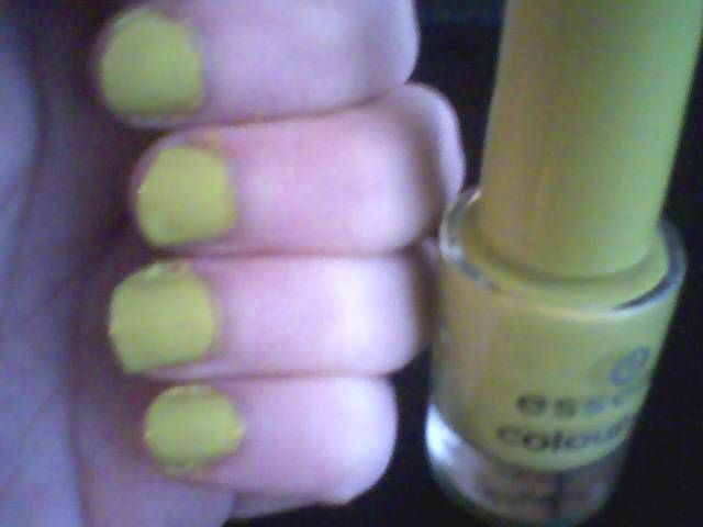 Essence Colour & Go Nail Polish in Lime Up