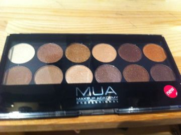 Make Up Academy (MUA)  12 Shade Palette - Heaven And Earth