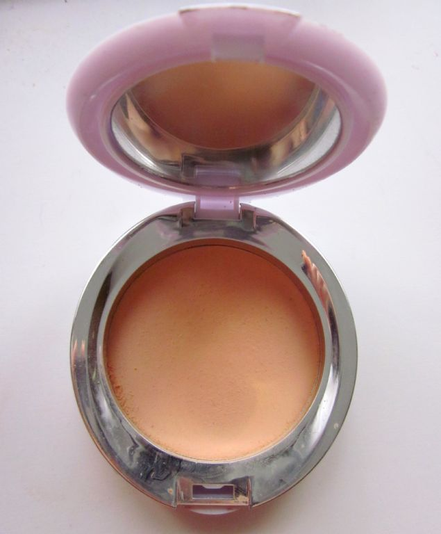 Bella Oggi- Ray of light Compact powder in the shade 02