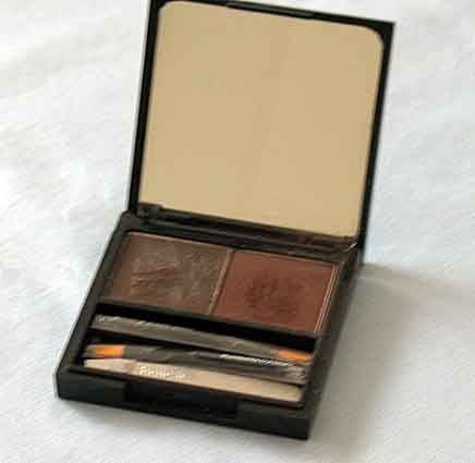 BeneFit Cosmetics Brow-Zing in Dark