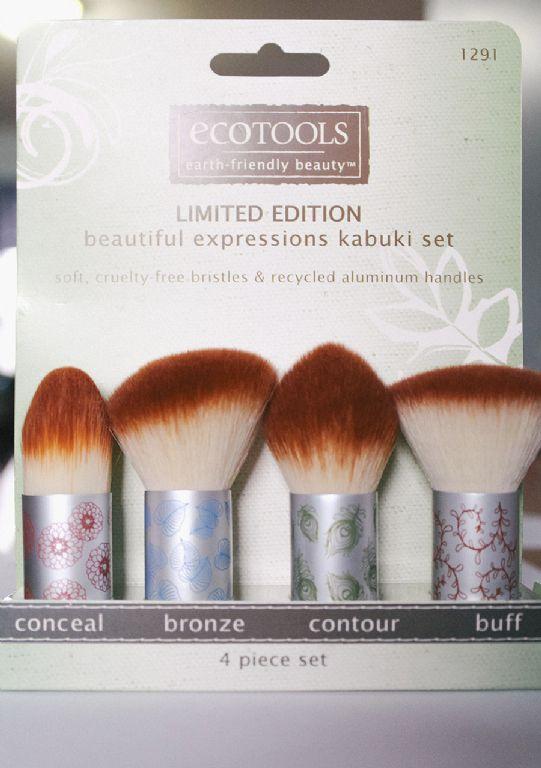 Ecotools  Holiday Kabuki Set