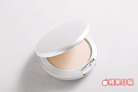 MAC Lightful Powder Foundation