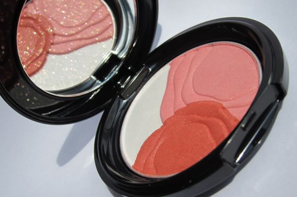 Shiseido  Camellia Compact Blush