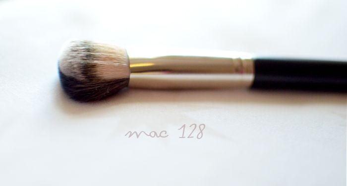 MAC 128 Split Fibre Cheek Brush