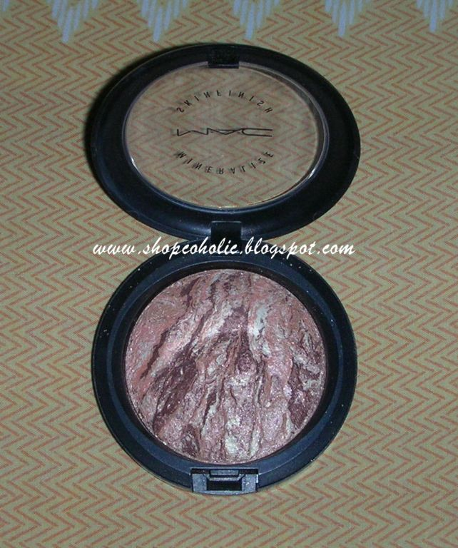 MAC Mineralize Skinfinish in Gold Spill