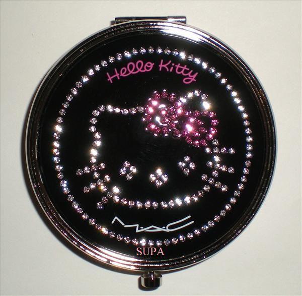 MAC Hello Kitty Kouture - Sheer Mystery Powder (Light Medium)