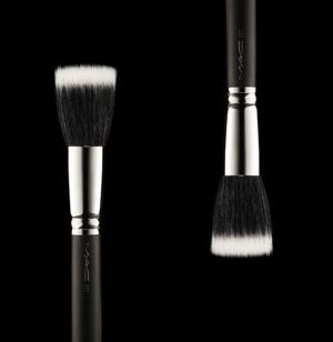 MAC #187 Duo Fiber Face Brush (Stippling, Skunk Brush)