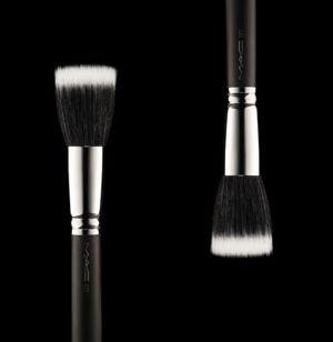 MAC #187 Duo Fiber Face Brush (Stippling, Skunk Brush)