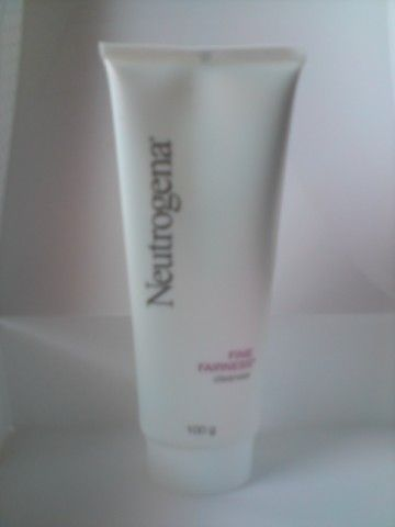 Neutrogena Fine Fairness Cleanser
