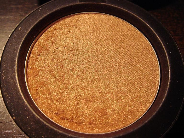 MAC Sheer Shimmer Powder in Taffy