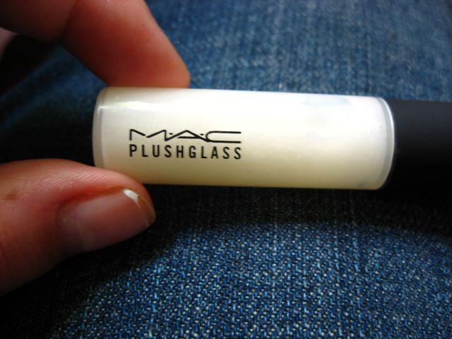 MAC Plushglass in Cushy White