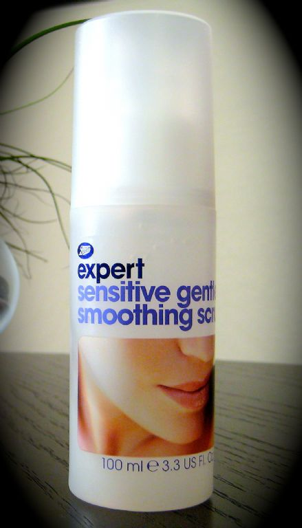 Boots  Expert Sensitive Gentle Smoothing Scrub