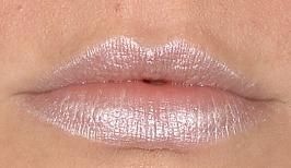 MAC Glaze Lipstick in Bubbles