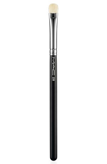 mac eyeshadow brush 239 review