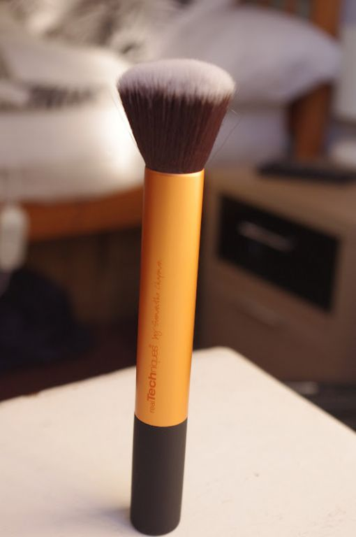 Real Techniques by Samantha Chapman Buffing Brush