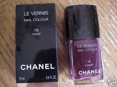 Chanel Le Vernis Nail Colour in Vamp #18