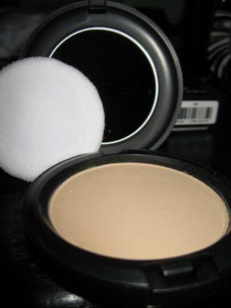 Blot Pressed Powder by MAC #21