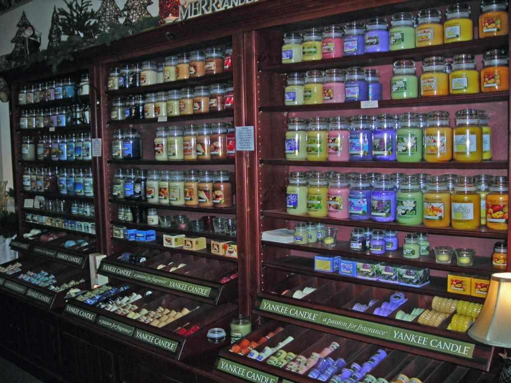 Yankee Candle Store (Uploaded by picklemesoftly)