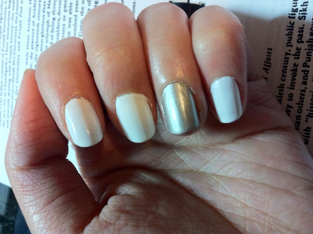 Sally Hansen - Xtreme Wear White On (Uploaded by priscillaaa)