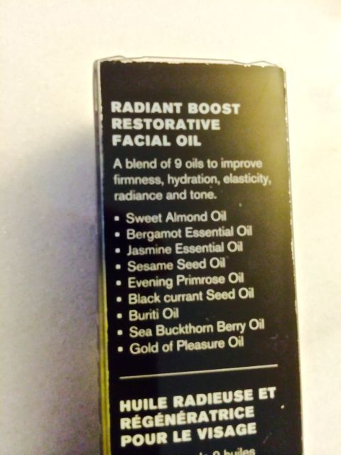 Radiance boosting facial oil
