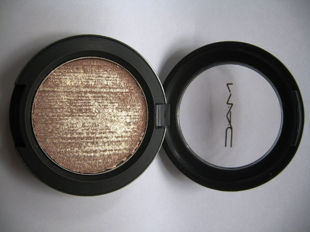 MAC X-Metal E/S Cream in Fusion Gold (Uploaded by honeydovey)
