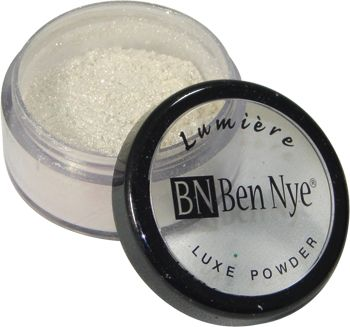 Ben Nye Lumiere Luxe Powder in Iced Gold