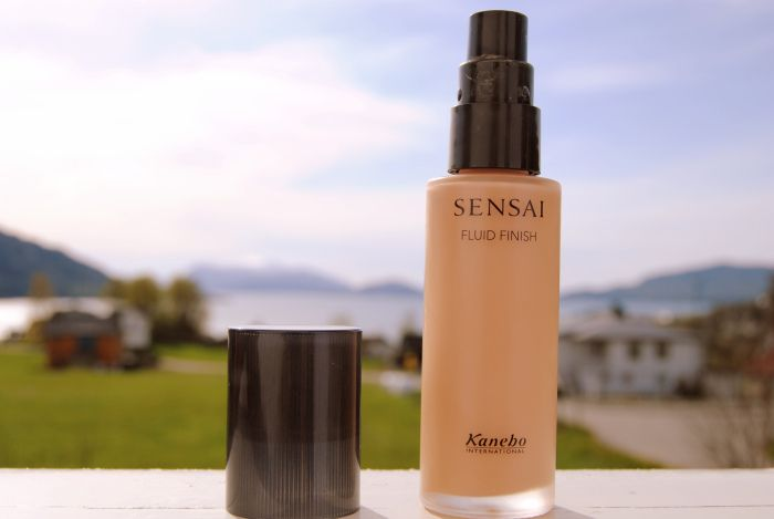 Kanebo Sensai Fluid Finish foundation