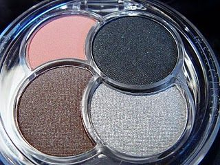 Essence Quattro Eyeshadow Chic-ify