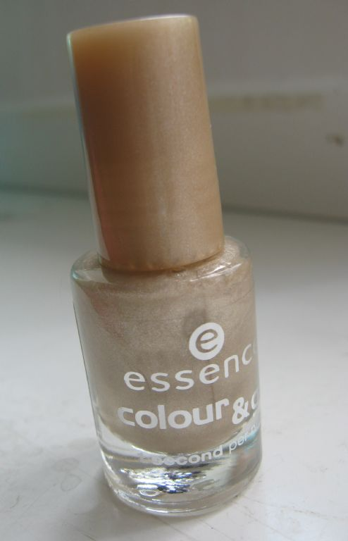 Essence Gold Rush nail polish