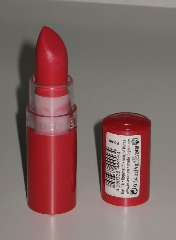 Essence Lipstick in Almost famous (44)
