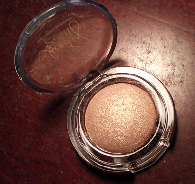 Victoria's Secret Beauty Rush Wet/Dry Shadow in Gold Rush