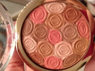 Milani Illuminating Face Powder