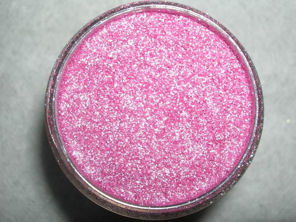 MAC all girl pigment (Uploaded by niclyf)