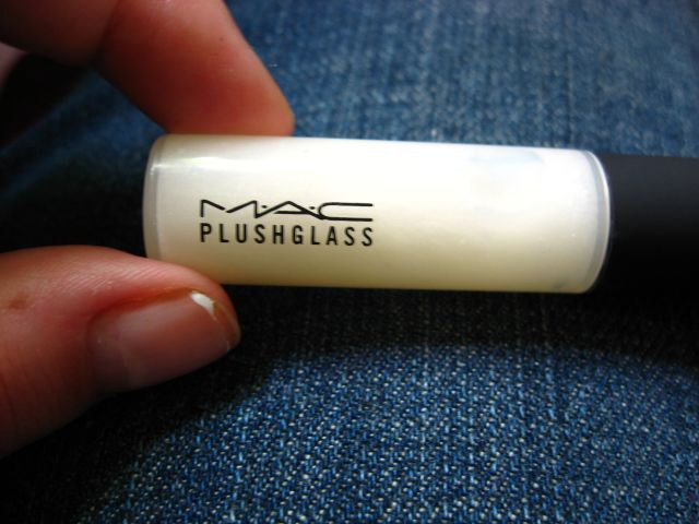 MAC Plushglass in Cushy White
