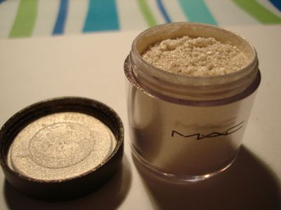 MAC Pigment in Vanilla