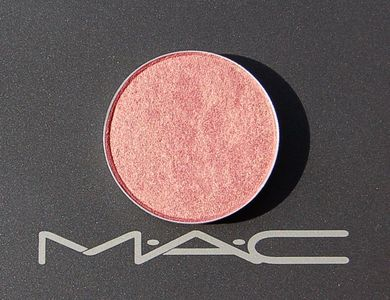 MAC Veluxe Pearl - Expensive Pink