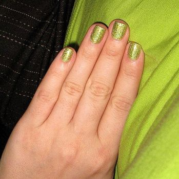 Going green w/Milani 3D Holographic 'Hi-Tech' (Uploaded by felgoj)