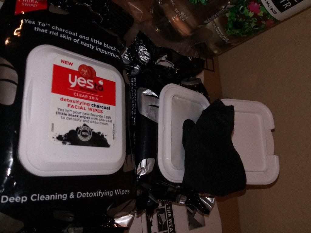 Yes to Tomatos Detoxifying Charcoal facial wipes