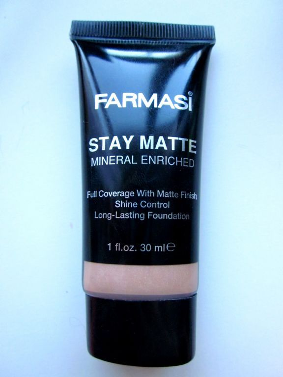 Farmasi- Stay matte mineral enriched long-lasting foundation 02